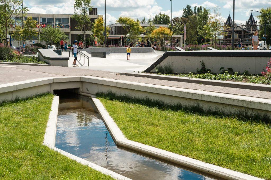 foto industrieplein openbare ruimte